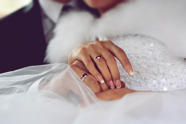 Картинки две руки с обручальными кольцами, рубашка сделать