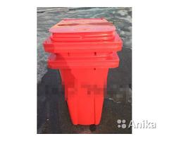 Контейнер для мусора на колесах 120 л. красный