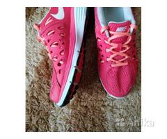 Кроссовки Nike р.38,5