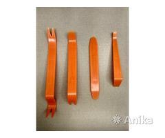 Пластиковый инструмент для снятия обшивки