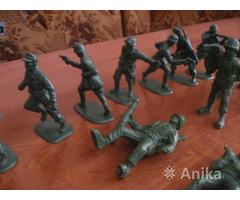 Солдатики пластмассовые