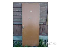Дверь входная деревянная СССР, тяжёлая и мощная