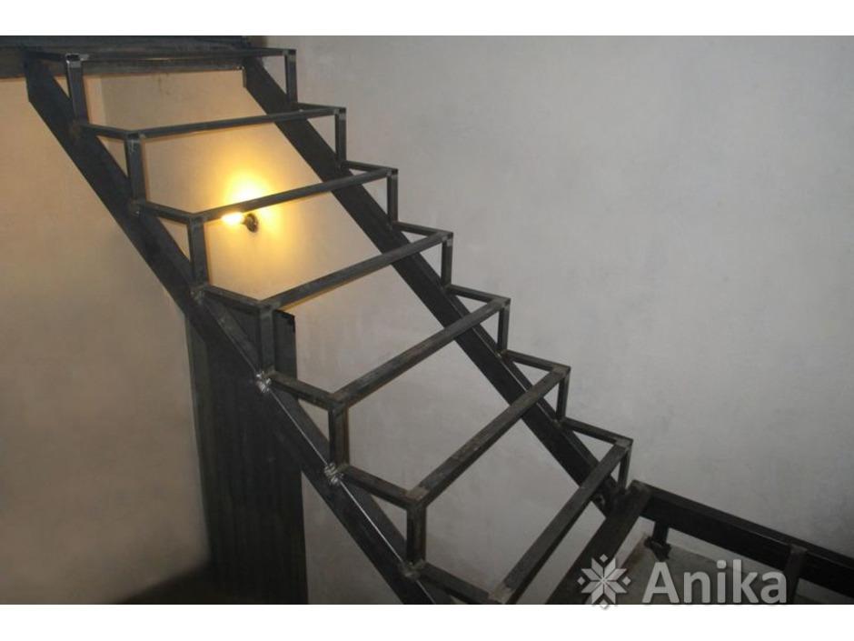 Металлическая лестница - 2